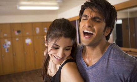 Zoya Captures the Moves of Ranveer-Anushka in Pehli Baar