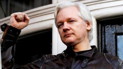 Julian Assange is arrested in London